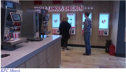 El momento que crearon las corporaciones Para implementar NOM - KFC es nuggets de pollo con impresión 3D