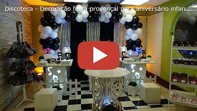 Mesa temática Balada ou Discoteca para festa de aniversário de adolescentes e adultos