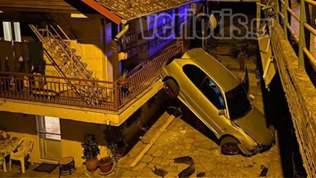 Τρομακτικό τροχαίο: Αυτοκίνητο στην Βέροια προσγειώθηκε σε αυλή σπιτιού
