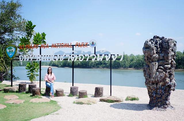 อุทยานแห่งชาติอ่าวพังงา เป็นที่ท่องเที่ยวที่ได้รับความนิยมของนักท่องเที่ยวทั้งชาวไทยและต่างชาติ ตลอดแนวฝั่งเป็นป่าชายเลนที่มีขนาดใหญ่ที่สุดในไทยและยังคงความอุดมสมบูรณ์