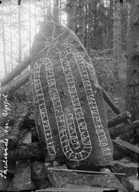 Το Διαβάσαμε Από Το: Ένας Σκαλιστός Βράχος Των Βίκινγκς Του 1020 Μ.Χ. Γραμμένος Στο Ρουνικό Αλφάβητο Κάνει Αναφορά Στην Λέξη Ελλάδα.