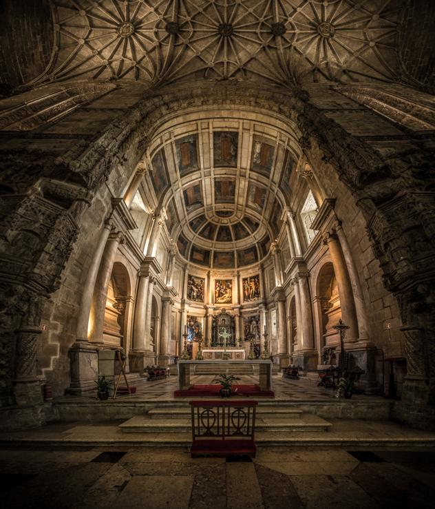 Altar mayor de la Iglesia del Monasterio de los Jerónimos :: Panorámica 7 x Canon EOS5D MkIII | ISO1600 | Canon 17-40@17mm | f/4.0 | 1/20s