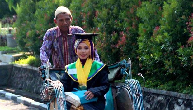 SALUT! Raeni Anak Tukang Becak Lulusan Terbaik Unnes, Sekarang Makin Sukses