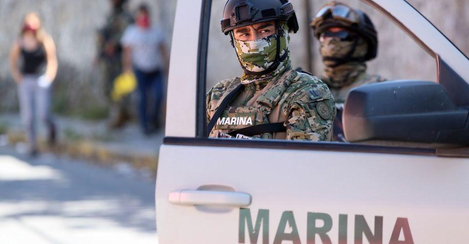 SEMAR traiciona a 30 de sus MARINOS y los entrega a la FGR por desaparecer a 30 malandros en Nuevo Laredo