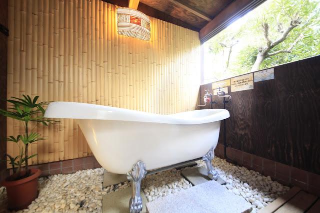 竹林を見ながらのんびりご入浴頂けます。