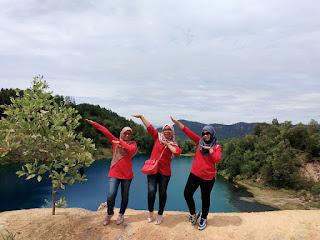 Team Survei Pelangi Holiday ke danau biru
