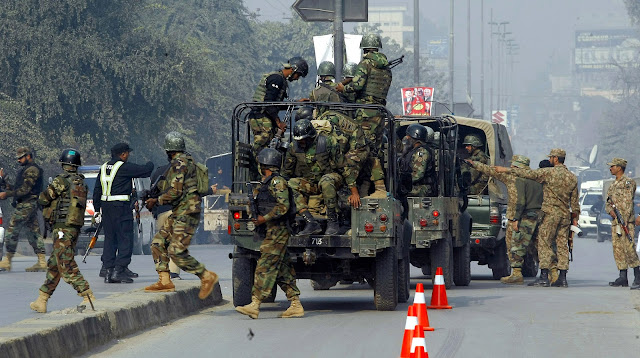 Attack on army in Pakistan - Taliban firing on army post in Waziristan, four soldiers killed, many injured