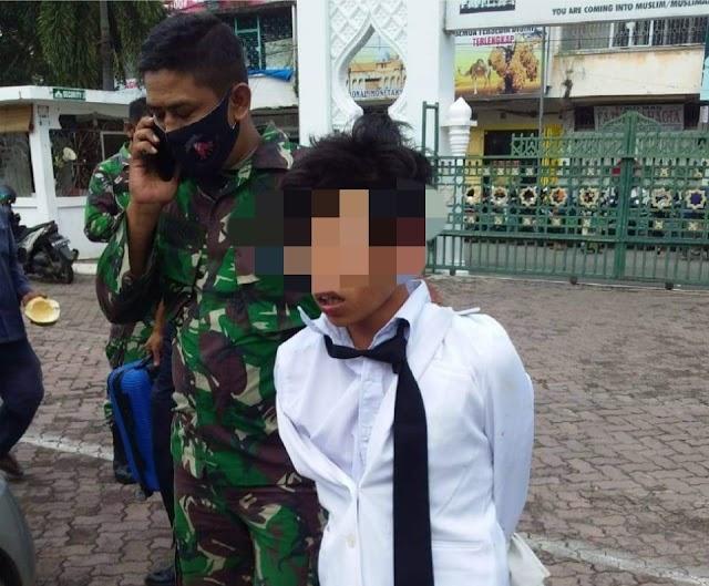 Tak Terima Ditegur, Seorang Pengunjung Masjid Raya Baiturrahman Tonjok Satpam Masjid
