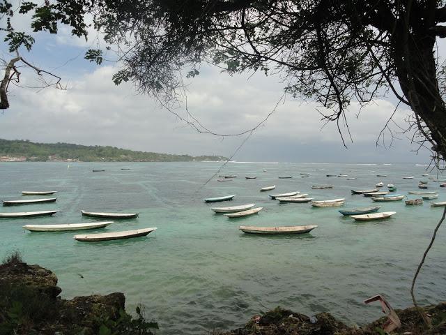 Pemandangan pantai di Pulau Nusa Lembongan, Bali