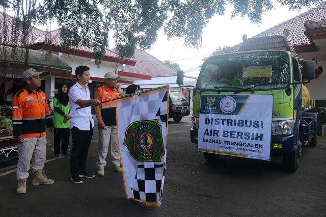 Bupati Nur Arifin Distribusikan Air Bersih dari BAZNAS