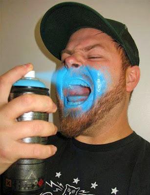 Lustige Bilder - Motivation eines Mannes - Atemspray witzig