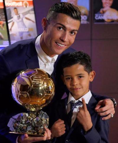 Cristiano Ronaldo & son pose with his 2016 Ballon D'or award