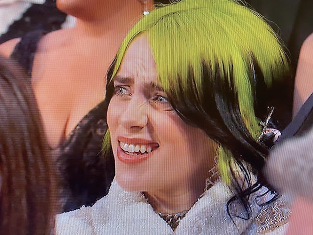 Billie Eilish's Confusion as Maya Rudolph and Kristen Wiig Sing Is the Real Star of the Oscars