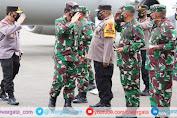 Kunker, Panglima TNI dan Kapolri Bakar Semangat Satgas Nemangkawi