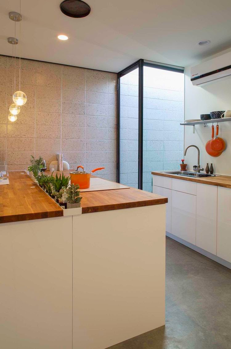 K r i s p i n t e r i r small spaces challenge of for Separate kitchen units