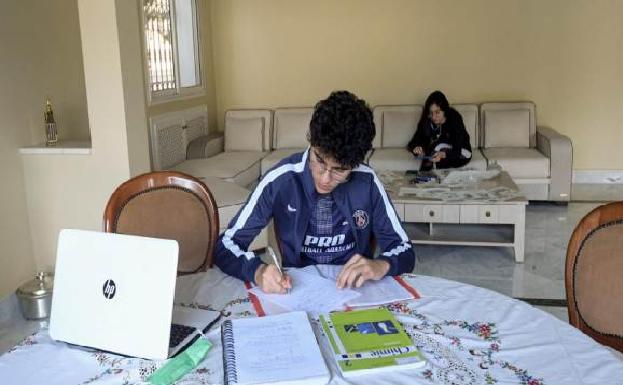 """تحت شعار """"احكم بيتك """" .. تواصل إلكتروني  بين الأساتذة والممتهنيين لمعهد التكوين المتخصص بالشلف"""