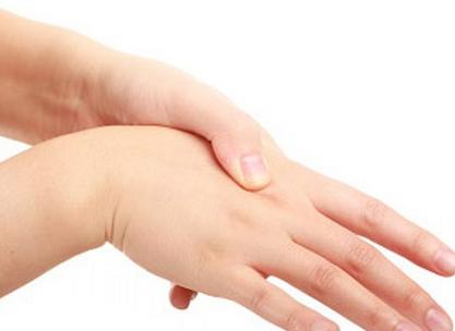 Tips Mencegah Tangan Terkilir Saat Olahraga