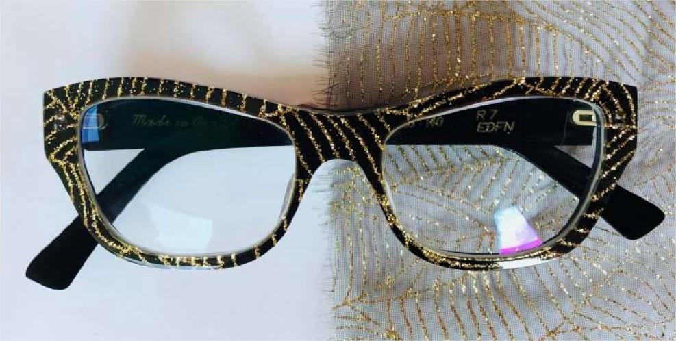 Les lunettes africaines, le pari écologique : Mode, art, tendance, lunette, soleil, bois, accessoire, homme, femme, wax, style, look, LEUKSENEGAL, Dakar, Sénégal, Afrique