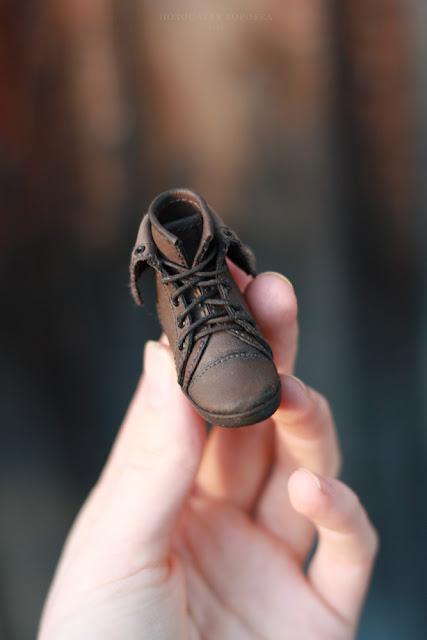 Миниатюрные ботинки для куклы