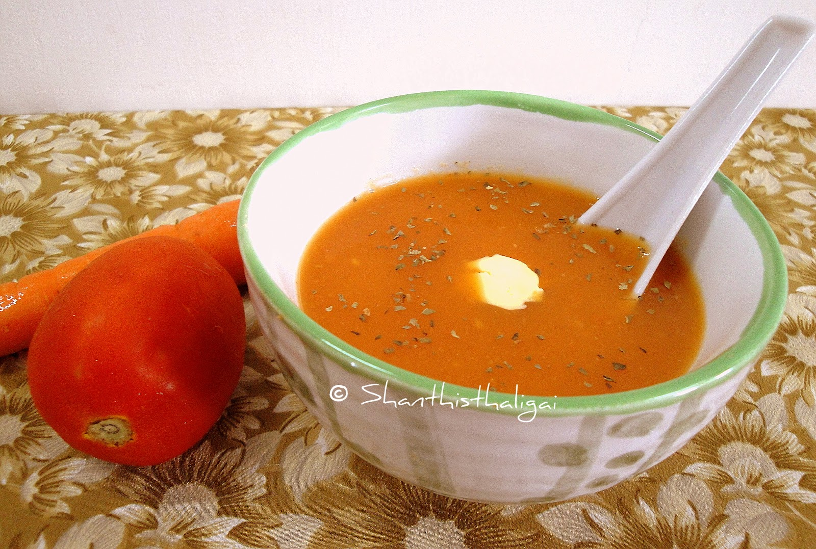 Herbed carrot tomato soup, Carrot tomato soup recipe, How to make herbed carrot tomato soup?