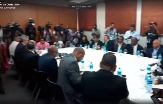 Catorce partidos de oposición solicitan reunión de urgencia con Pleno de JCE