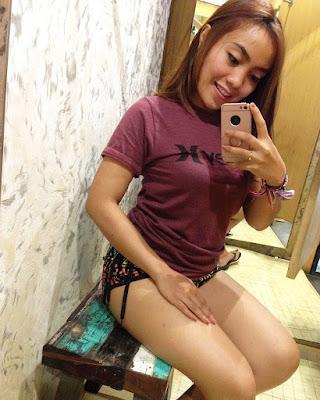 Cewek Selfie Handphone manis