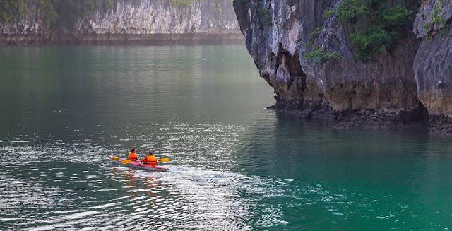 Halong Bay kayaking tours 1
