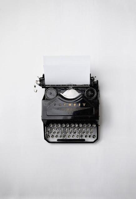 old fashioned typewriter Photo by Florian Klauer on Unsplash