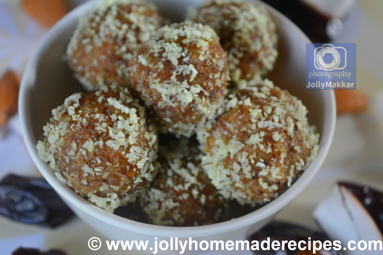 No Bake Coconut and Dates Balls