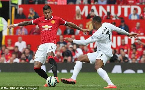 Marcos Rojo đá ở nhiều vị trí trên sân
