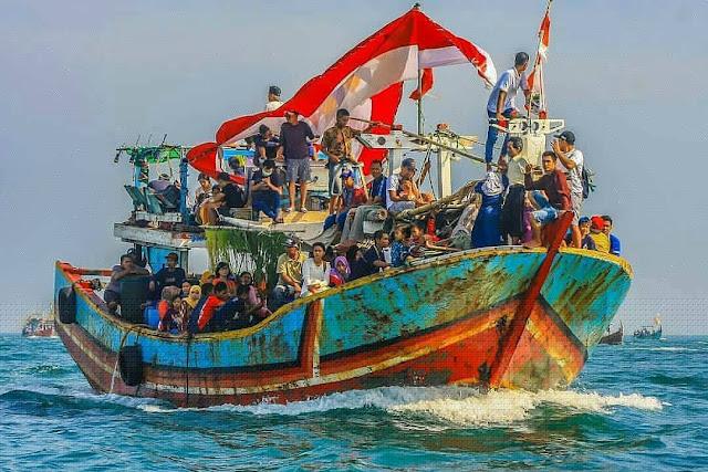 Tradisi-Pesta-Lomban-/-Sedekah-Laut