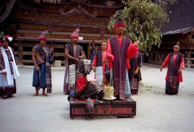 Pertunjukan Sigale-gale di Daerah Tomok Samosir