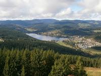 Von Lenzkirch-Saig hinauf zum Hochfirst mit dem Aussichtsturm