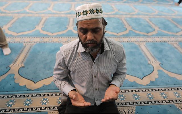 Ο θρήνος της Βιέννης και η πρώτη προσευχή του Ιμάμη στο τζαμί της Αθήνας