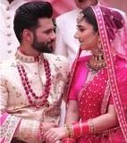 राहुल वैद्य अपनी पत्नी के साथ