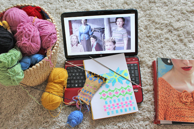 Wendy's Week - Swing & Swatching - ITV's Home Fires Knitting pattern swatch