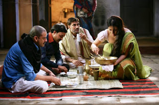Manoj Bajpai as Sardar Khan, Reema Sen as Durga (serving food), Gangs of Wasseypur, directed by anurag kashyap