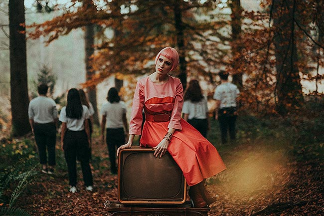 Sara is in Love with… blogger influencer pink hair retro vintage shoot forest surreal Dave Honegger be different model tv 50s