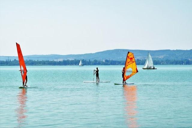 DK: minden balatoni településnek legyen kötelező kijelölni ingyenesen használható strandot!