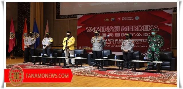 Vaksinasi Merdeka Serentak, Kapolda Sumbar Laksanakan di Universitas Negeri Padang