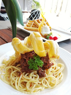 menu fusion spaghetti rendang