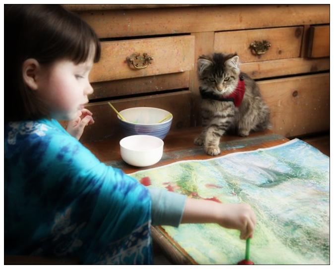 Iris pintando junto a su gata Thula