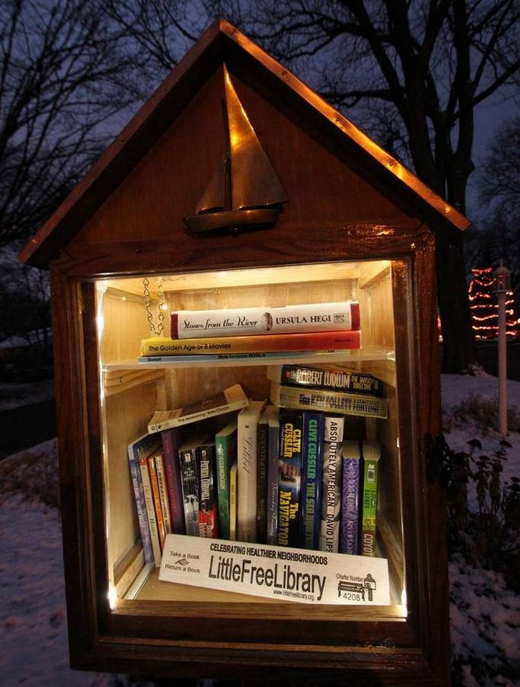 Todd Ball installed a small book house in the courtyard in the form of a dollhouse in memory of his mother.