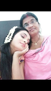 Bhojpuri Actress Ritu Singh With Her Mother - Photo, Images