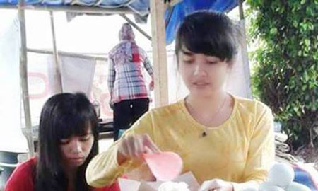 Gadis Cantik Penjual Nasi Pecel