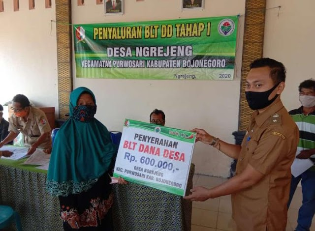 Penyerahan BLT Dana Desa Ngrejeng Kepada Warga