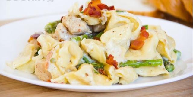 Creamy Tortellini with Asparagus, Chicken, Bacon #dinner #pasta