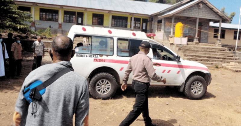 Jenazah Kepsek yang Ditikam Wali Murid Diberkati Pastor di Halaman Sekolah