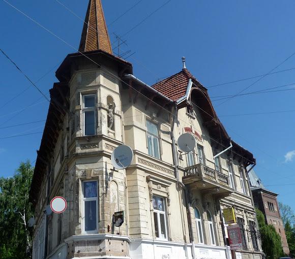 Дрогобыч. Жупная 3. Памятник архитектуры. 1903 г.