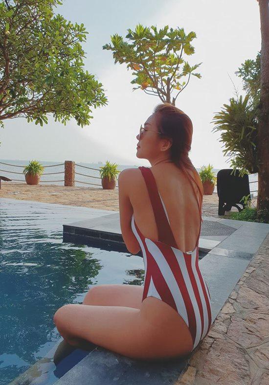 Cuộc đua mặc áo tắm gợi cảm bất phân thắng bại của các 'chị đẹp' Việt - Ảnh 6